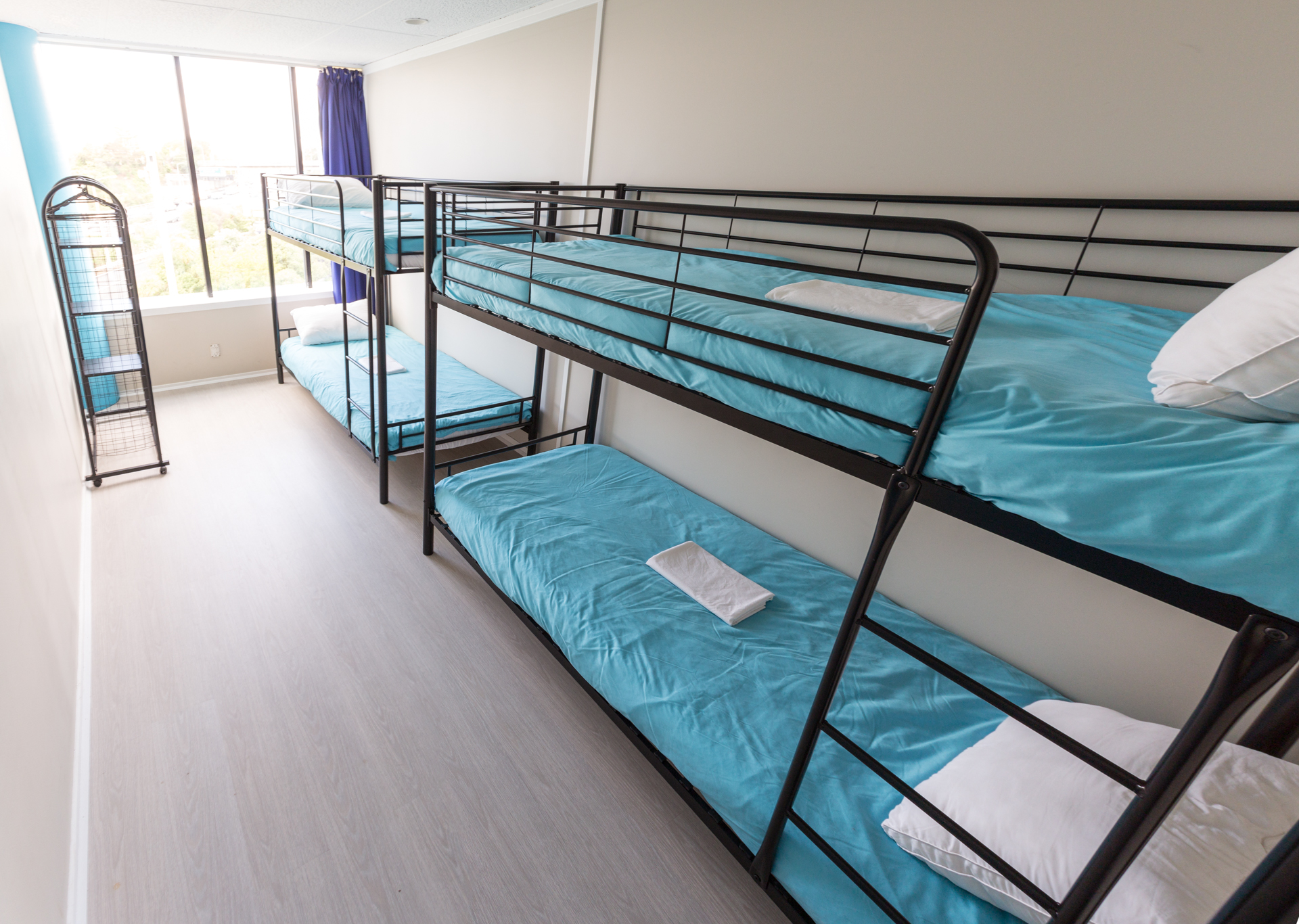 -BED MIXED DORM
